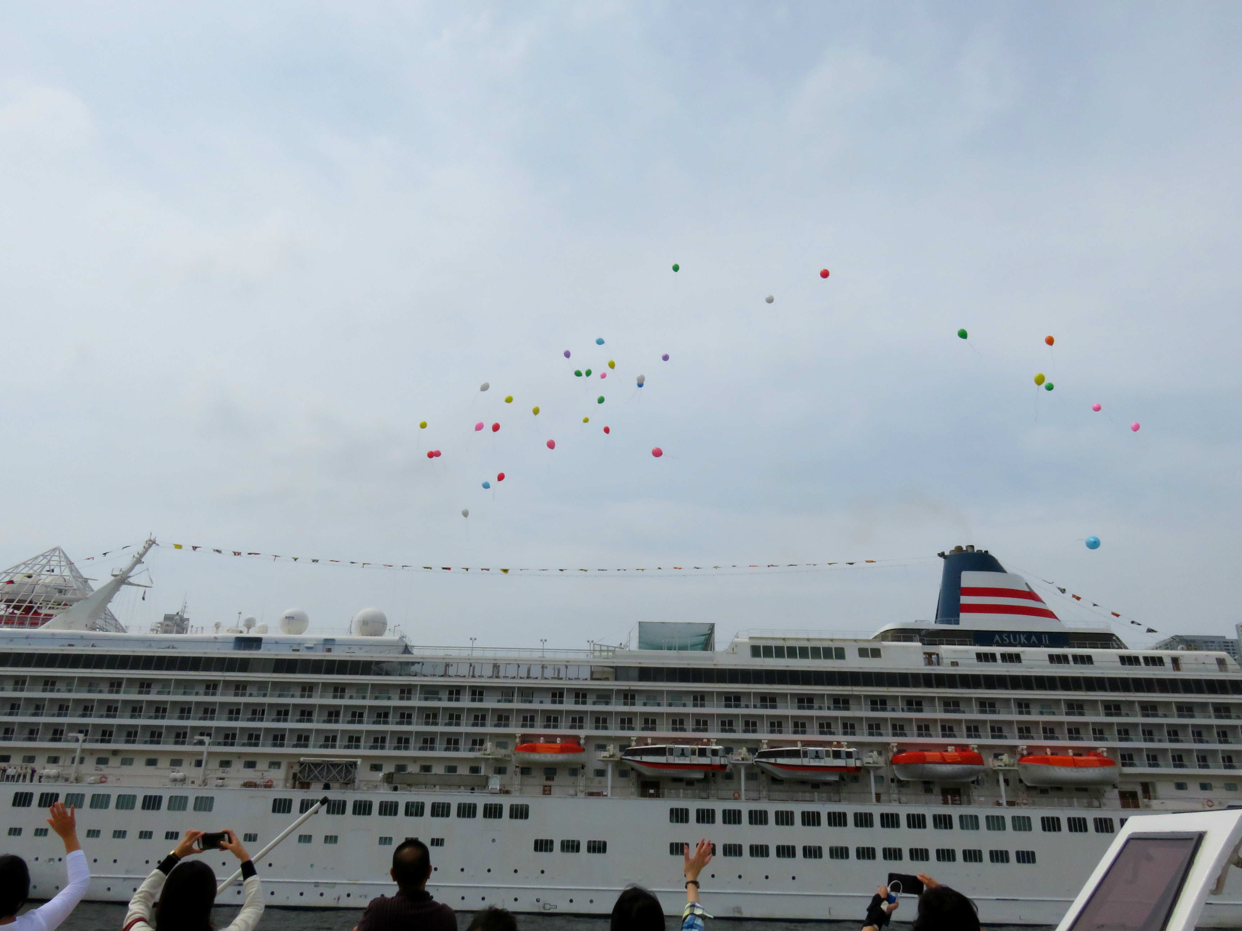 Cruise Ship Asuka II Meets Its Little Sister in Tokyo | NYK Line